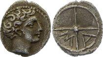 Gaule Obole de Marseille,  Tête d\'Apollon à droite - Roue MA (c.350-320)