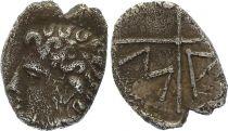 Gaule Obole de Marseille,  Tête de Lacydon à gauche - Roue MA (c.121-82)