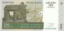 Madagascar 200 Ariary - Village - Monuments - Signature 5 - 2004